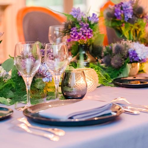 Table dans une ambiance gothique chic par l'Agence Sabeha Brunet à Bellefont