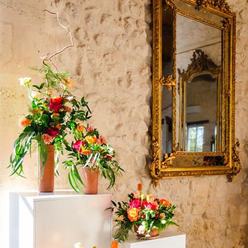Décorations de l'entrée d'une salle de réception par Agence Sabeha Brunet, Wedding Planner pour mariage et évènements haut de gamme - Arcachon, Bordeaux, Saint-Emilion
