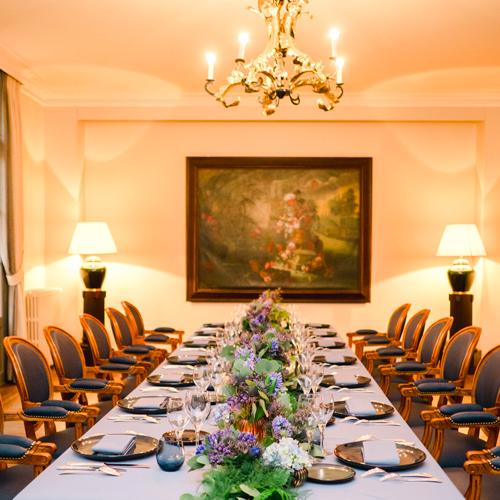 Table dans une ambiance gothique chic par l'Agence Sabeha brunet